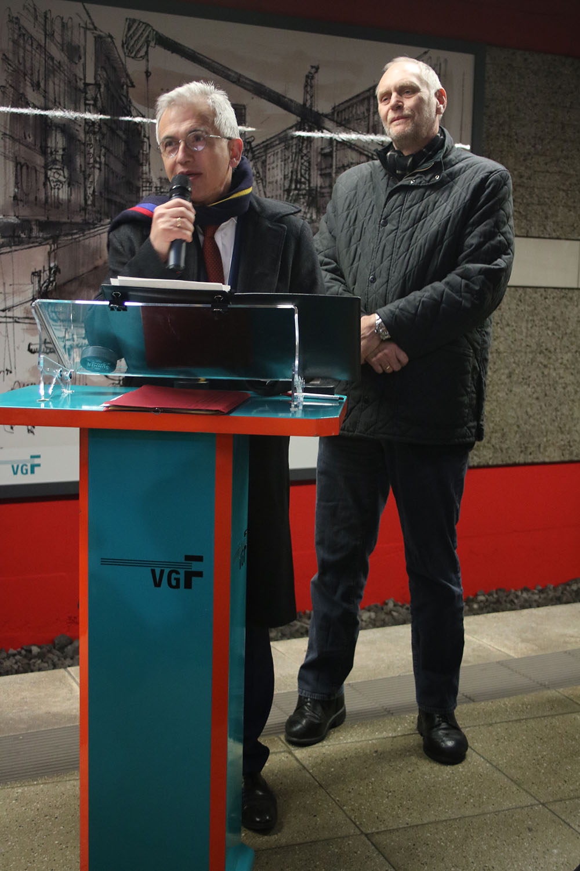 Eindrucksvoll würdfigte der Frankfurter Oberbürgermeister Peter Feldmann den Künstler Ferry Ahrlé