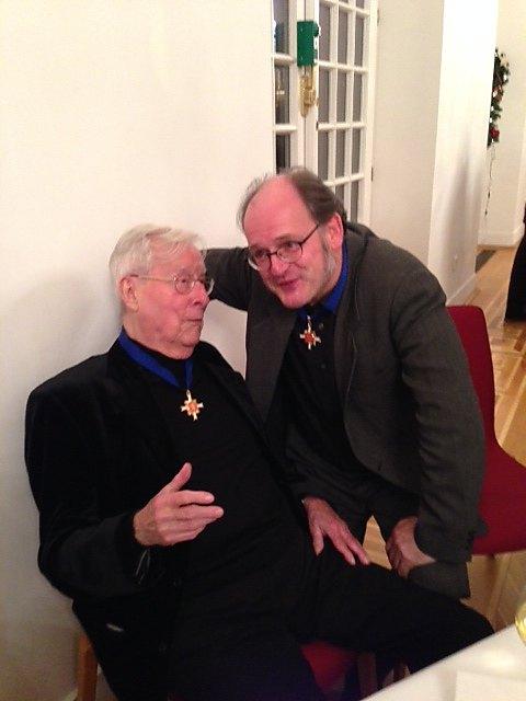 Ferry Ahrlé im Gespräch mit Michael Quast (Chef der Fliegenden Volksbühne und ebenfalls Ordensträger) bei der Verleihung des Hessischen Verdienstordens am 3.12.2014